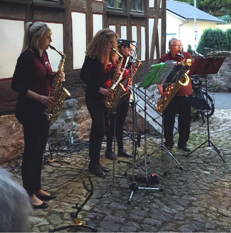 Happy Saxophones